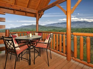 VRBO-Our-Smoky-Mountain-Home-2014-0427-Deck-Furnishings-2